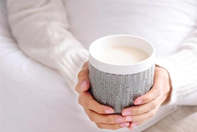 Sau sinh mất ngủ nên uống sữa ấm