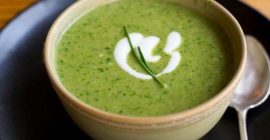 Cách nấu cháo tim heo với rau cải xanh cho bé ăn dặm