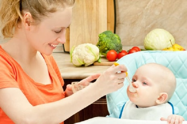 Khẩu phần ăn dặm của trẻ phải đảm bảo cung cấp đủ những nhóm chất nào?