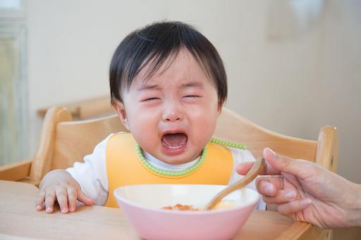 Làm sao để trẻ có bữa ăn dặm không quấy khóc?