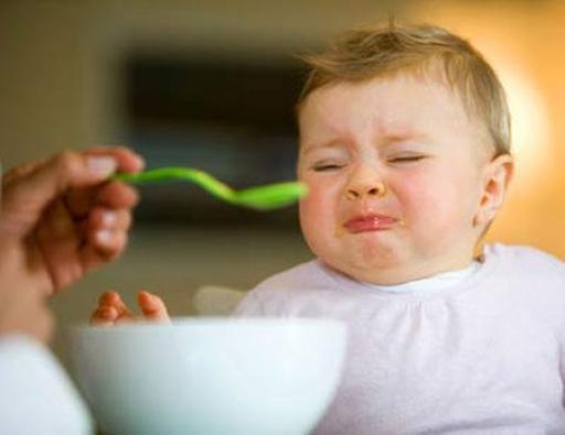 Trẻ quấy khóc do không thích món ăn
