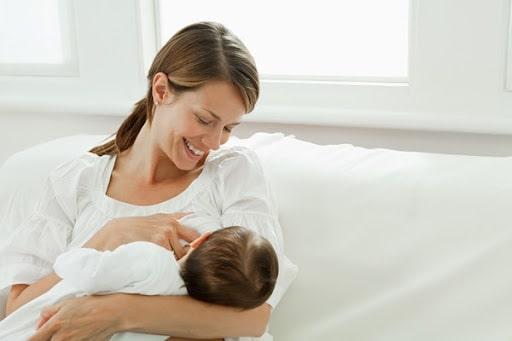 Ngủ đủ giấc để có nhiều sữa sau sinh